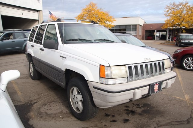 Pre Owned 1995 Jeep Grand Cherokee SE